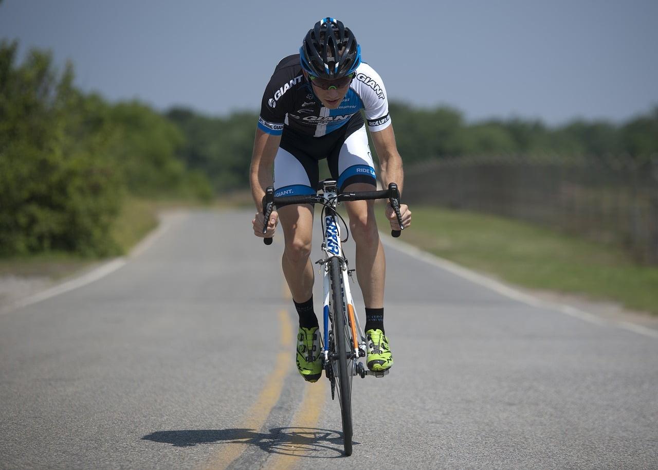 waarom scheren wielrenners de benen